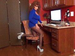 Samantha Gruppe Füße ist Ihre Büro necken in Strumpfhose .