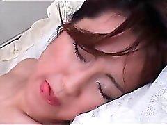 Amatörer Nakna Gay lusty Japan som stämmer en hel axel inom sin lilla könet hålet