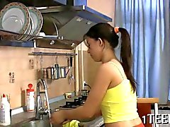 Adolescente Rusia se deja follar en todo su cocina
