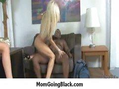 Schwarze Dong gestopft in meiner Mutter Pussy 14