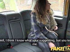Gefälschte Taxi gut aussehende blonde Felgen und fickt