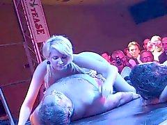 Dea Marini 3some op publieke toneel