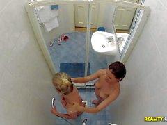 Cayennepfeffer Kleins und Mira Putzmaschine in die Dusche und geniessen Massage