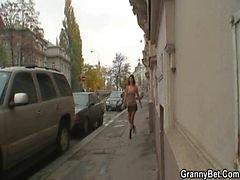 Oma Prostituierte Sprünge der seinen riesigen Fleisch