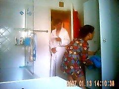 Proposte Neue Putzfrau nimmt eine Dusche