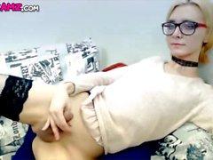 Sexy lingerie loira Tgirl Cumming online