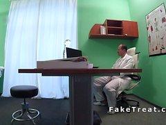 Azgın hasta ofisin her yerinde sikikleri