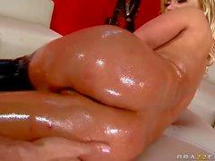 Bubble butt actrice porno Shyla Stylez très en bo latex