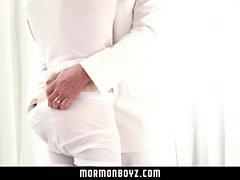 MormonBoyz - Hung Muskel Papa barebacks seine Twink