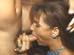 Hermosa latina transexual comer toda la leche de chico