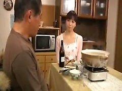 esposa Lustful senta-se no rosto de seu marido e, em seguida, chupa o