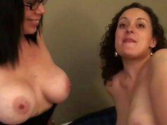 Big Tit MILF лесбиянка лижет киска