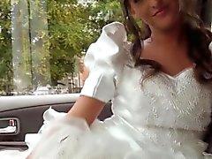 Автостоп невестой трахает драйвера