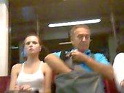 Fredda pulcino in metropolitana