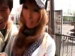 Горячие азиатские милашка получает взял на улицах и открывает ей