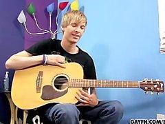 Liam Мелодии Его гитарные & петух