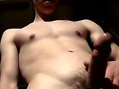 Homosexuell Jungen kurze Haare Fotos dabei Pissing Und Cumming Im Gara