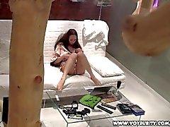 Hot Teen Babe Voyeur Masturbation auf ihrem Sofa
