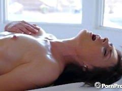 PORNPROS Yağlı masaj, Haven Rae ile kayganlaşmaya dönüşüyor