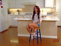 Lunghi teenager della dai capelli si è ha suscita un'intervista a cucina