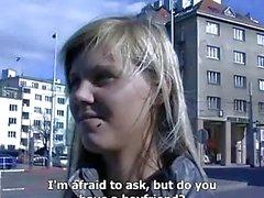 ÇEK SOKAKTA Ilona kamu seks için para alır