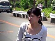 Asiático público pee visto