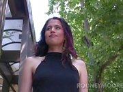 Gatito Bush flaca chica peluda con un clítoris grande