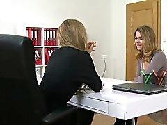 el agente femenina disfruta de en el Casting de lesbianas