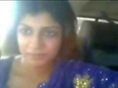 Indier knubbig prostituerad blinkar hon boobies på bilen