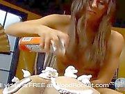 Qu'elle le torture avec son corps nu sexy