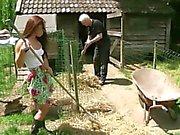Old farmer ficken seinen Dieners teeny