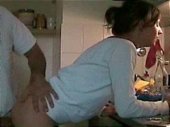 Giovani coppia tedesca della cucina