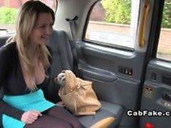 Tits Grandes Anal Blonde britannique cogné au fausse le taxi
