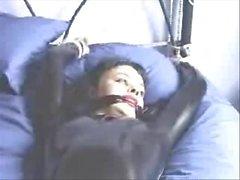 Deux Giwld Tied en latex sur le lit.