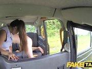 Taxi falso massagista tailandesa com grandes mamas funciona sua magia