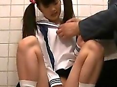 Jav Teens Schulmädchen In Toiletten Caught By alte Garde
