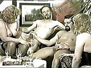 Herkese bazı bir horoz yada pussy ilişkin gidiyor biseksüel olarak dört kişilik grup