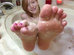 Redhead Tiempo de baño Soles y Dildo Footjob