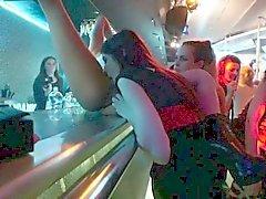 Parti lesbienne baiser en orgies