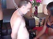 Naomi sacude de su esclavo blanco