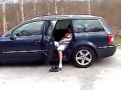 Cheveux roux allemands salope craint dans une voiture et à la maison