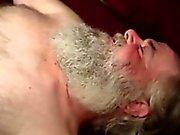 Tüylü matür ayı emici cock