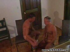 Tanned Gays madura Cock Slurping