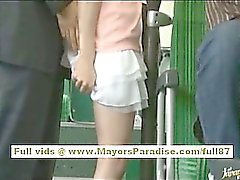 Miho Maeshima Kinesisk flicka blir kaskad om hennes glasögon