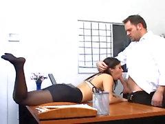 Amt Sex mit einer Busty Sekretariat in der reizvollen Strumpfwaren