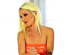 Blondi masseur drives hänet asiakkaalle hulluksi