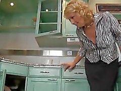 Blonde reifen gibt es eine Freude zu Klempner