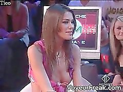 La nipple slip sulla tv italiano di cam guardone Parte 4