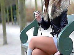 Fétiche du fumeur pendantes écrasement julie la cigarette