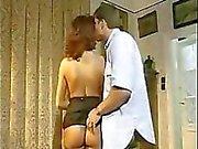 Dottore che guarda lei scopata nel culo